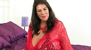 British milf Lulu Lush peels off her red fishnet stockings